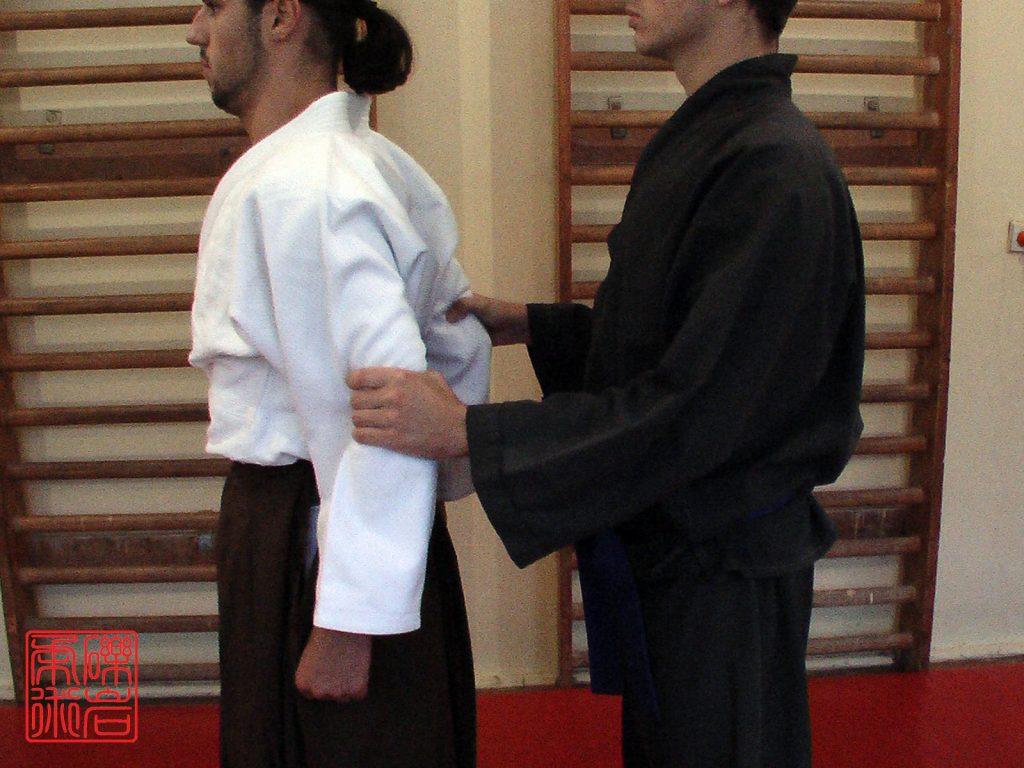 YK_1b15_Ushiro_Ryo_Sode_Dori